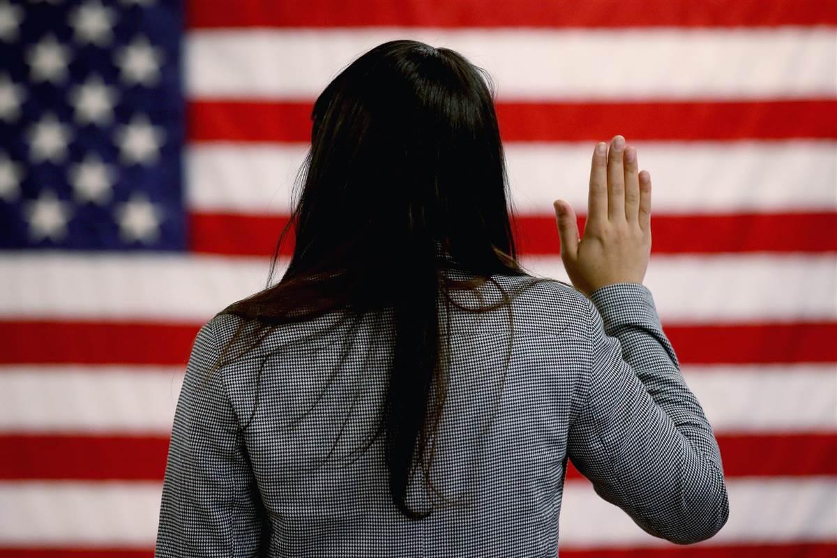 Servicios Migratorios/Immigration Services